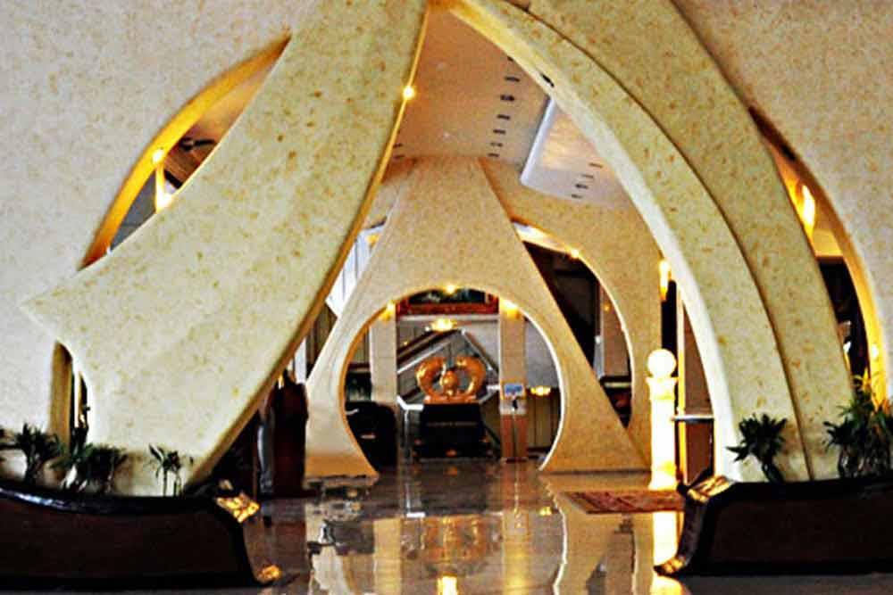 Parmis Hotel in Kish