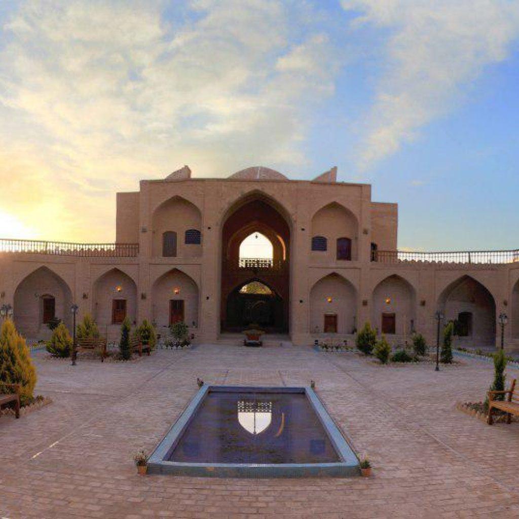 koohpa-Caravansaray-Caravansarai-Esfahan