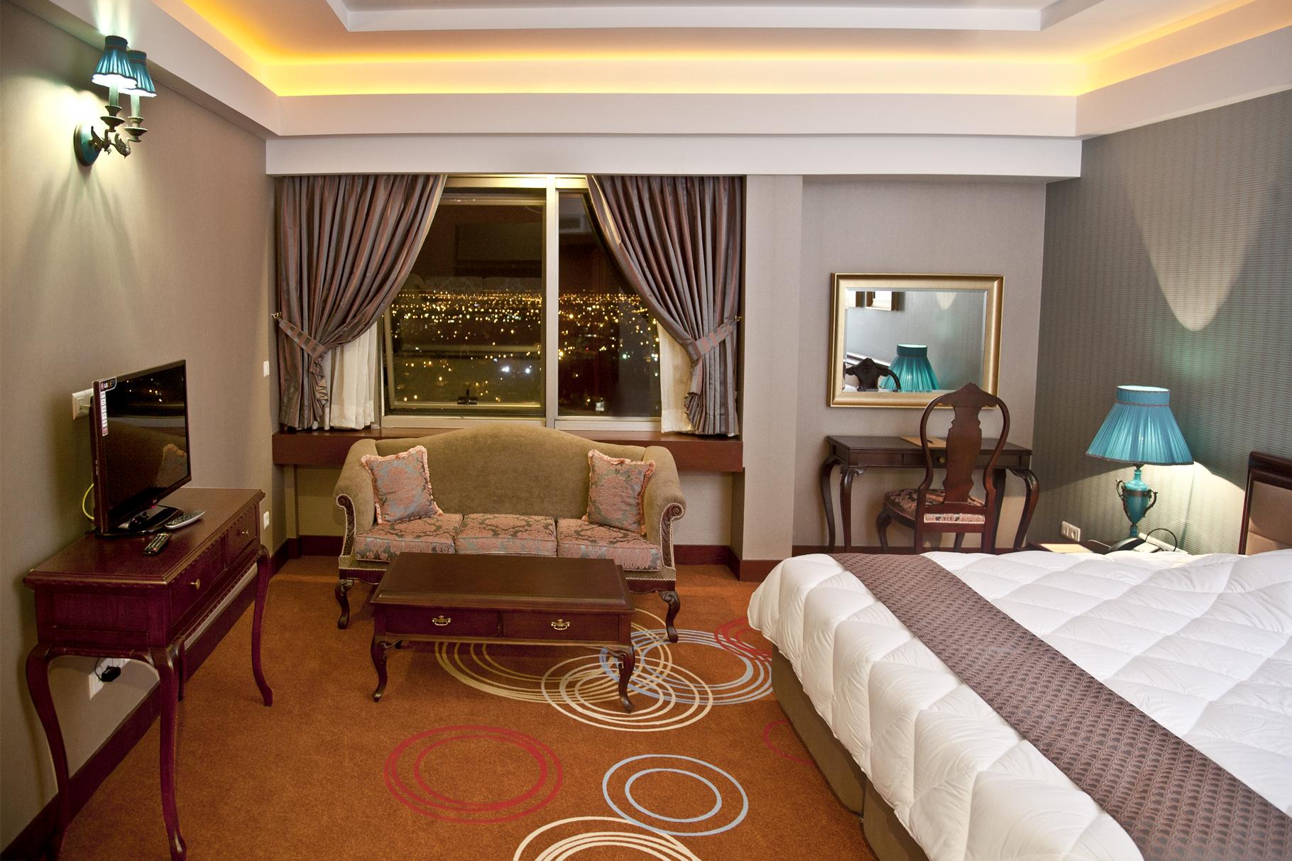Karim khan hotel in shiraz friendly iran for Grand designs hotel
