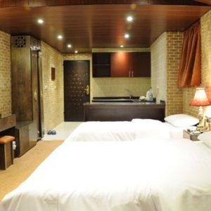 setaregan hotel shiraz.Room1