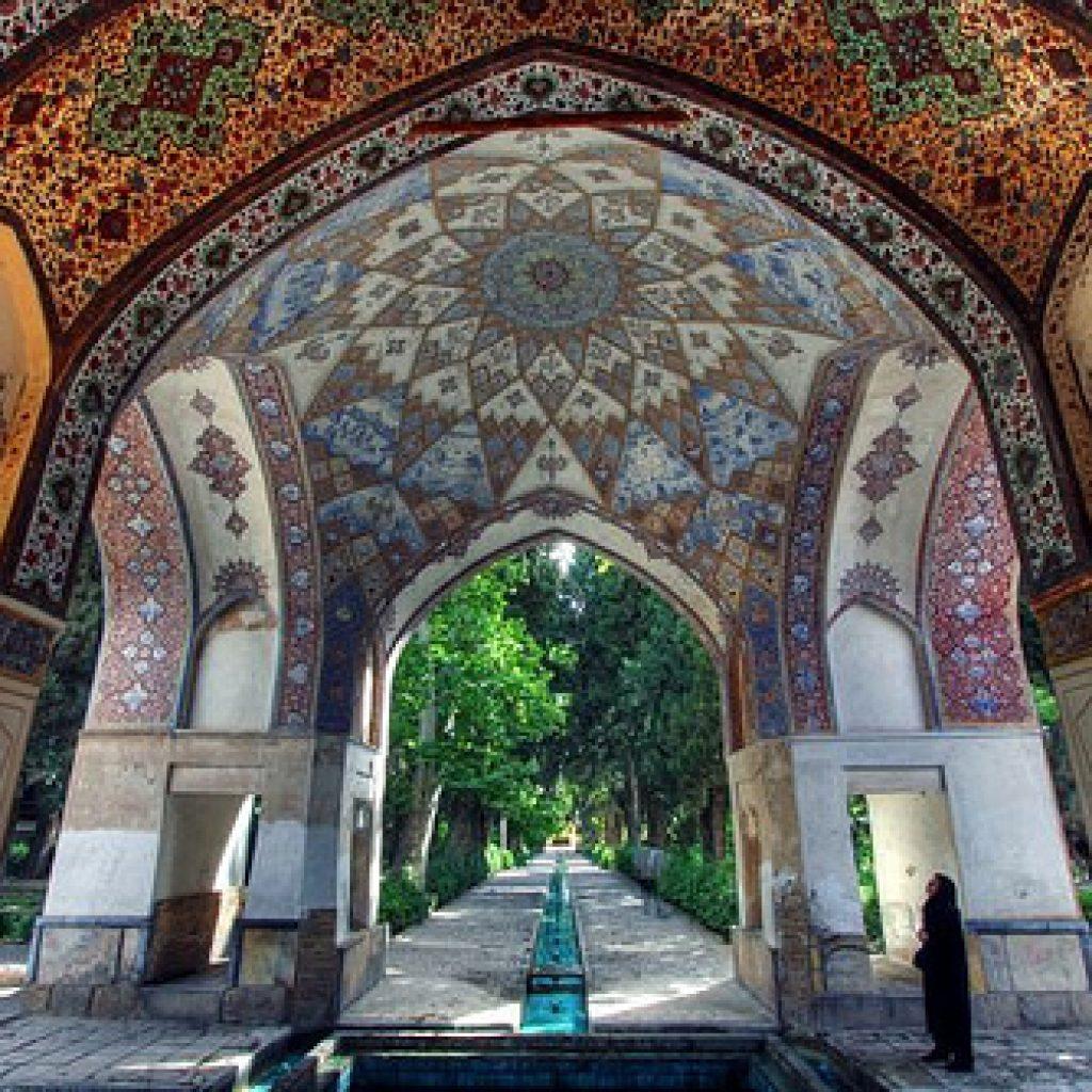Day 8: Esfahan – Kashan – Abyaneh – Departure