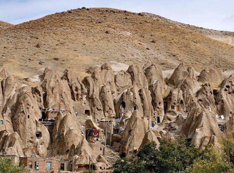 3 ° giorno: Tour esotico di un giorno da Tabriz a Kandovan e al villaggio di Hileh-Var