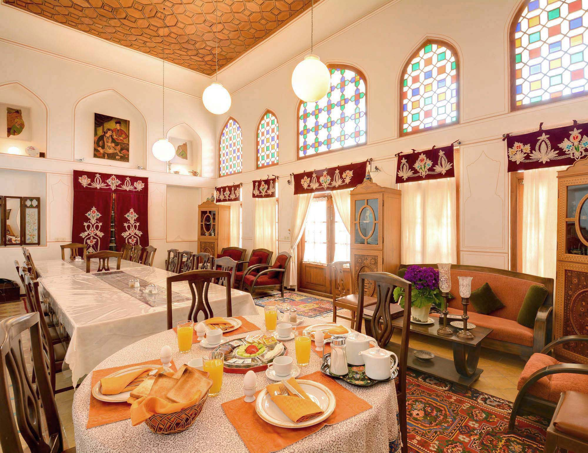 La casa storica di bekhradi friendlyiran for La mansion casa hotel apurimac
