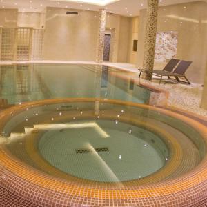 Royal hotel shiraz.pool